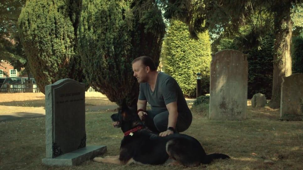 After life visitando a su esposa en el cementerio