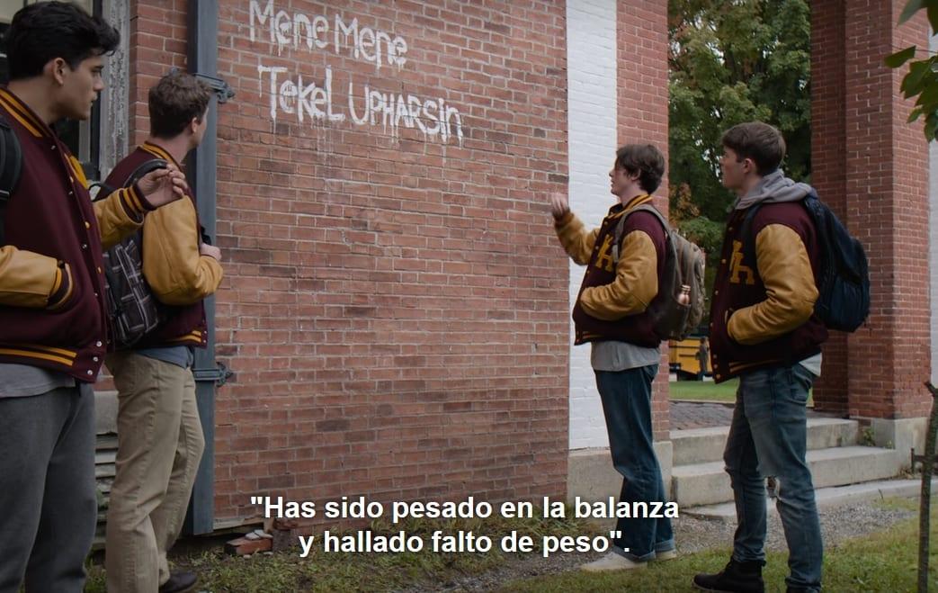 The Society, mensaje en la pared