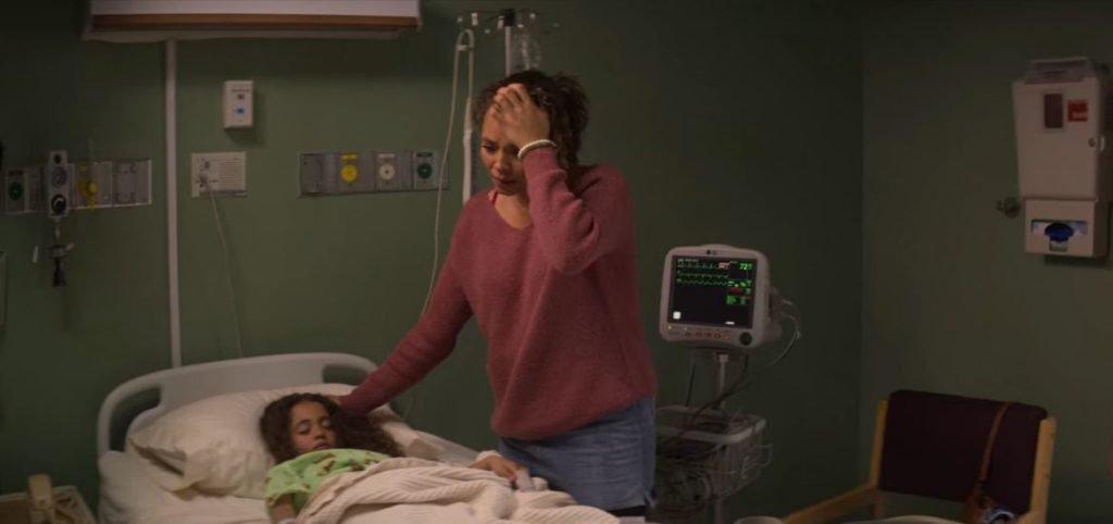 Serpiente-de-cascabel-con-su-hija-Clara-en-el-hospital