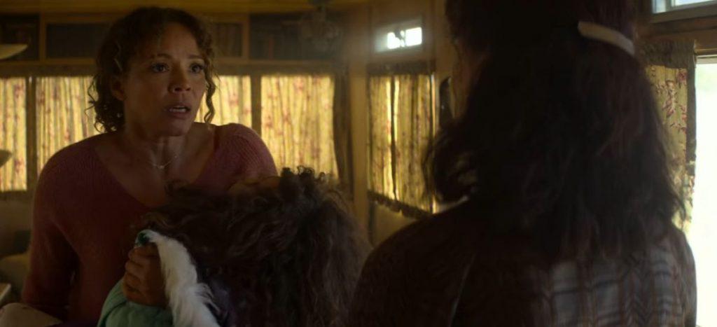 Serpiente-de-cascabel-una-mujer-ayuda-a-su-hija